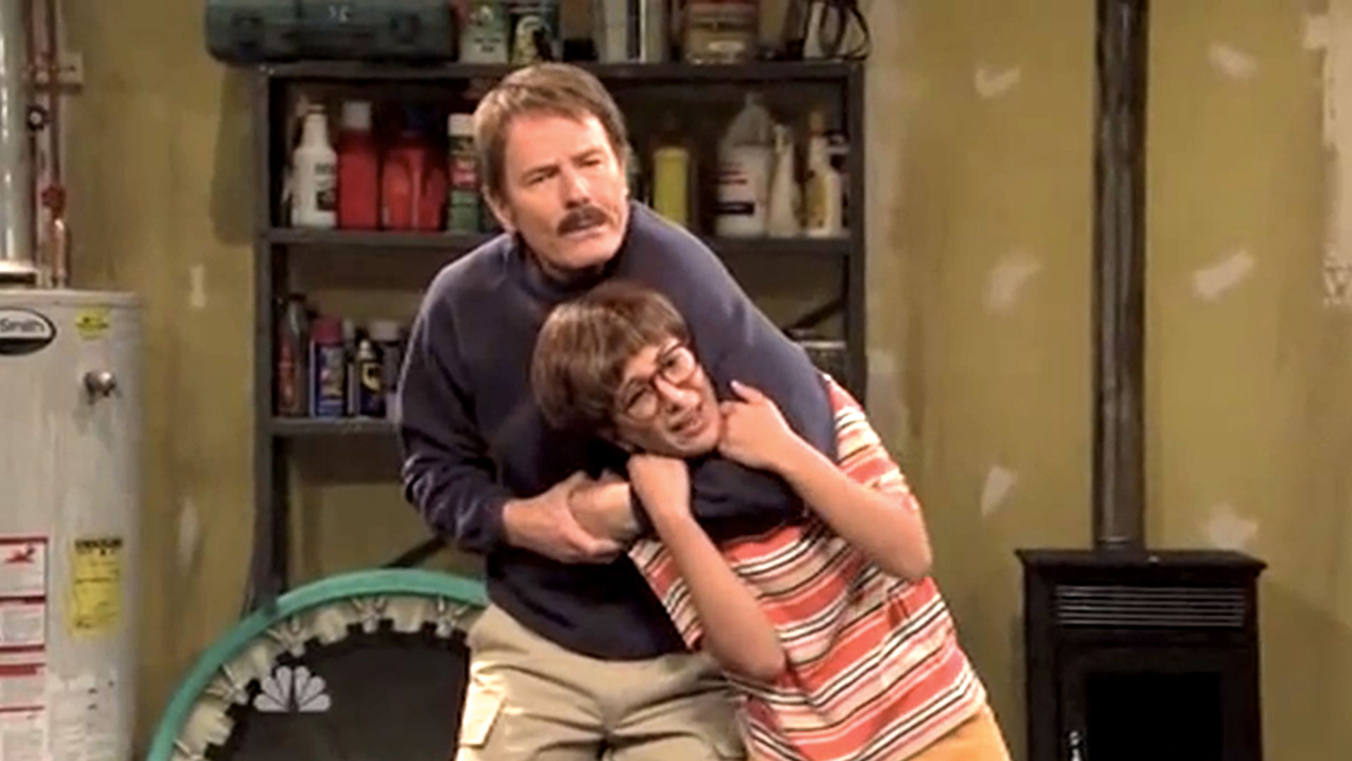 Bryan Cranston dans <em>Saturday Night Live</em> : sketch « Henry Learns How to Fight »