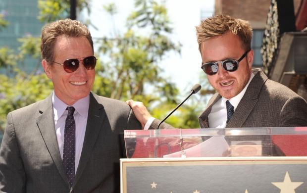 Bryan Cranston et Aaron Paul lors de l'inauguration de l'étoile de Bryan Cranston sur Hollywood Boulevard.