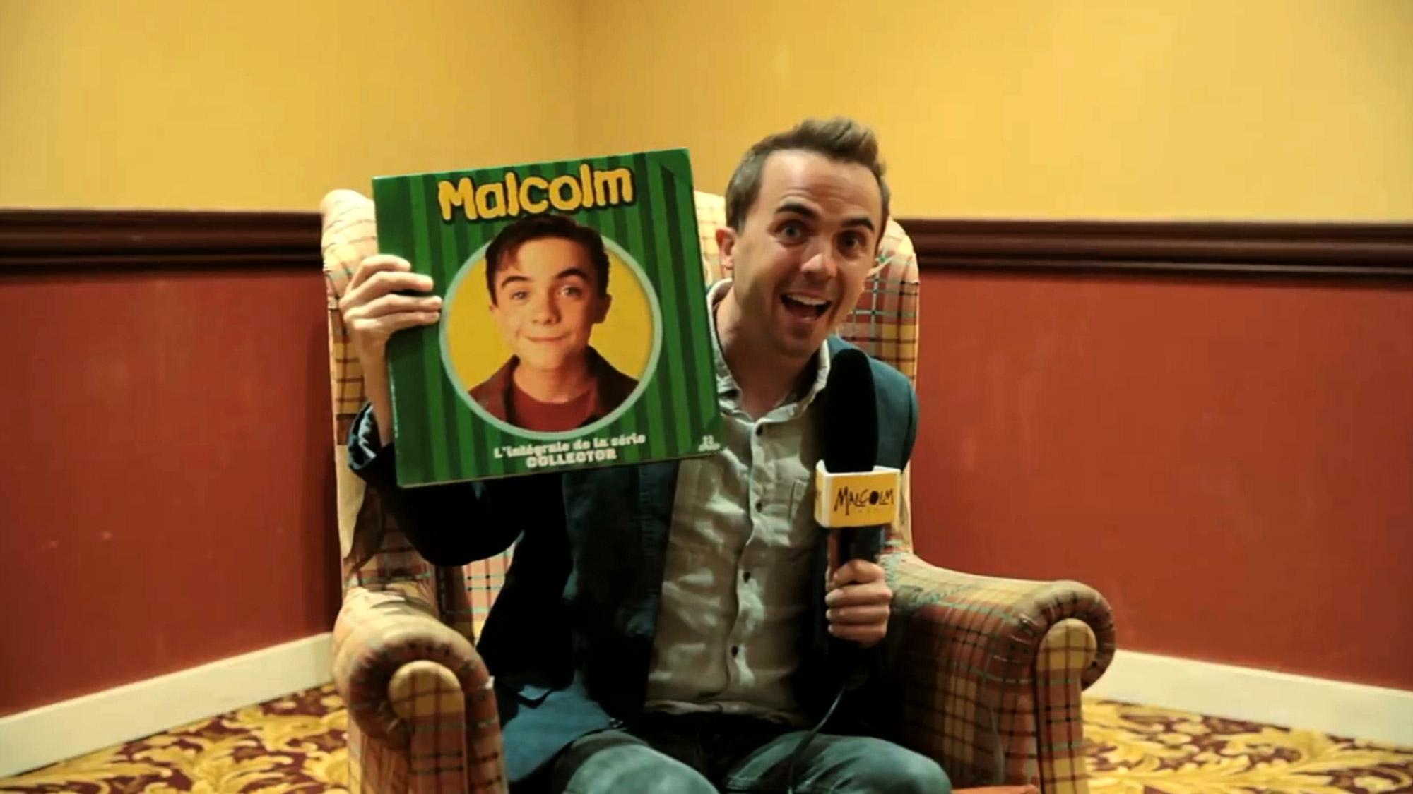 Frankie Muniz reçoit le coffret de l'intégrale de <em>Malcolm</em> !