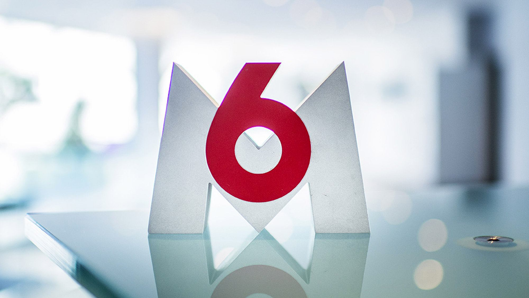 Logo de M6.