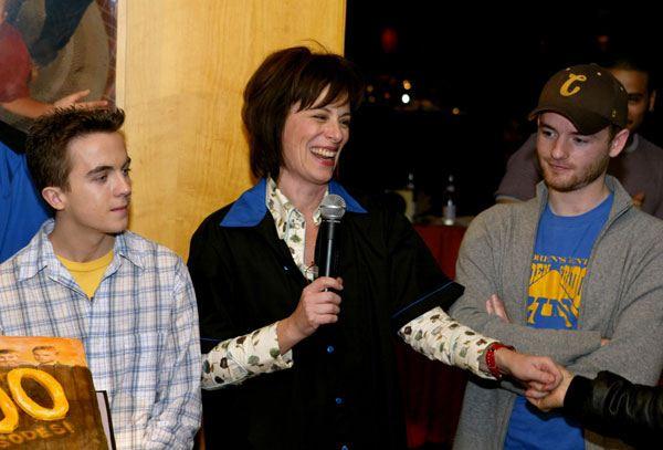 Frankie Muniz, Jane Kaczmarek et Christopher Masterson à la célébration du 100e épisode de