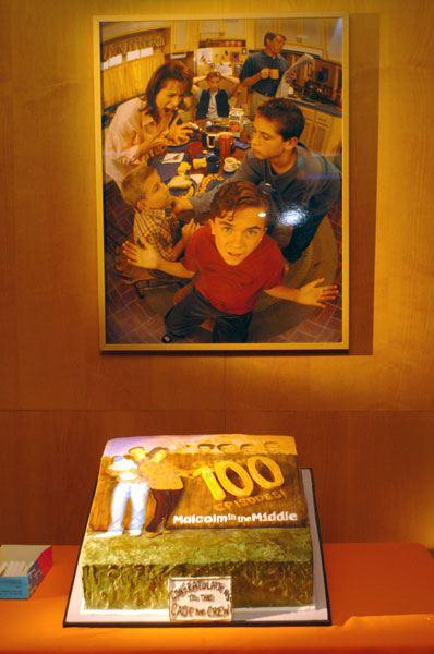 La célébration du 100e épisode au Lucky Strike Lanes, Hollywood, le 7 février 2004.