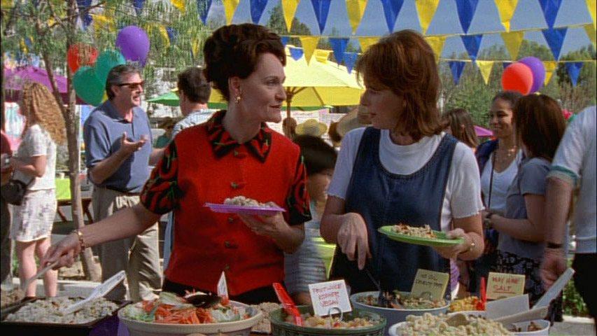 Beth Grant (Dorene Hooper) et Jane Kaczmarek (Lois) dans