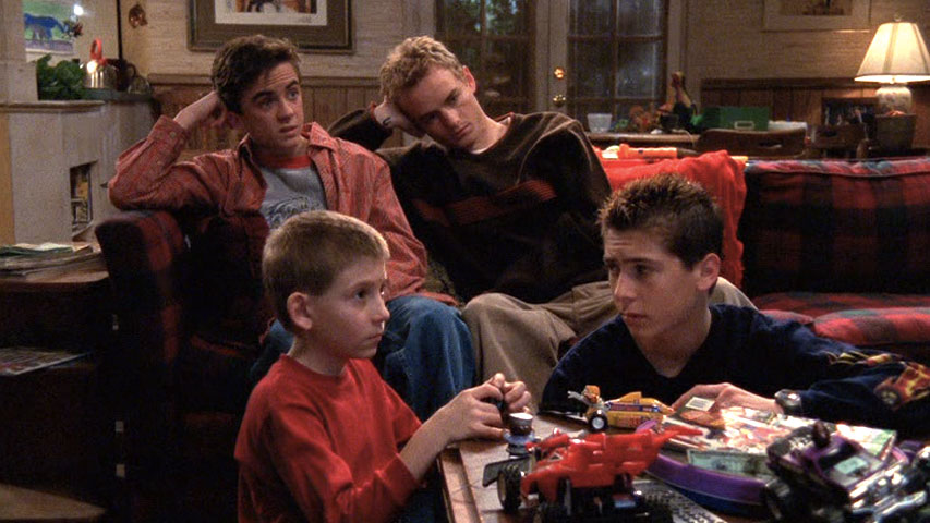 Frankie Muniz (Malcolm), Erik Per Sullivan (Dewey), Christopher Masterson (Francis) et Justin Berfield (Reese), dans