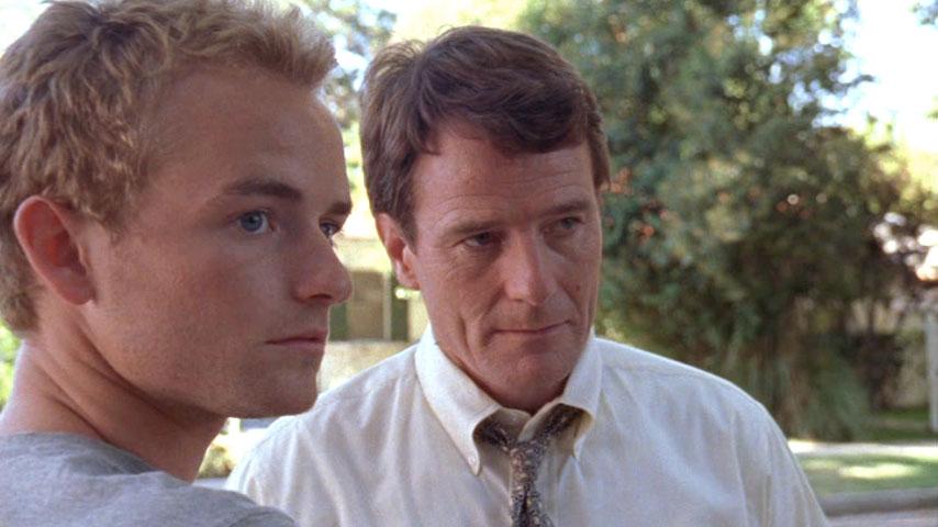 Christopher Masterson (Francis) et Bryan Cranston (Hal) dans