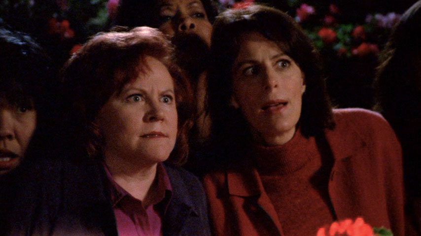 Jodi Carlisle (femme du club de lecture #1) et Jane Kaczmarek (Lois) dans