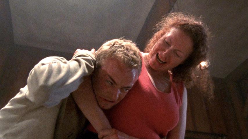 Christopher Masterson (Francis) et Brenda Wehle (Lavernia) dans