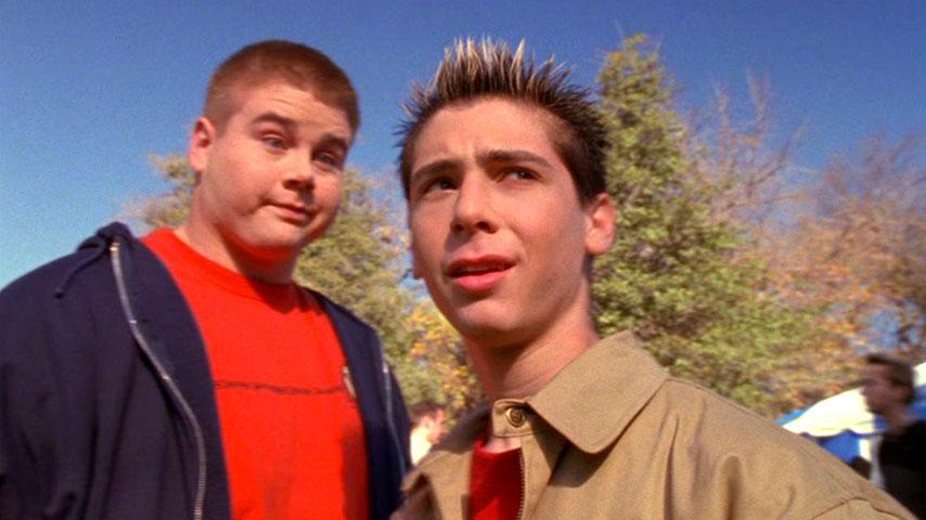 Aaron Hill (George) et Justin Berfield (Reese) dans
