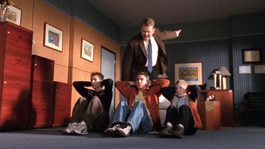 Justin Berfield (Reese), Frankie Muniz (Malcolm), Andy Richter (Dr. Kennedy)  et Erik Per Sullivan (Dewey) dans