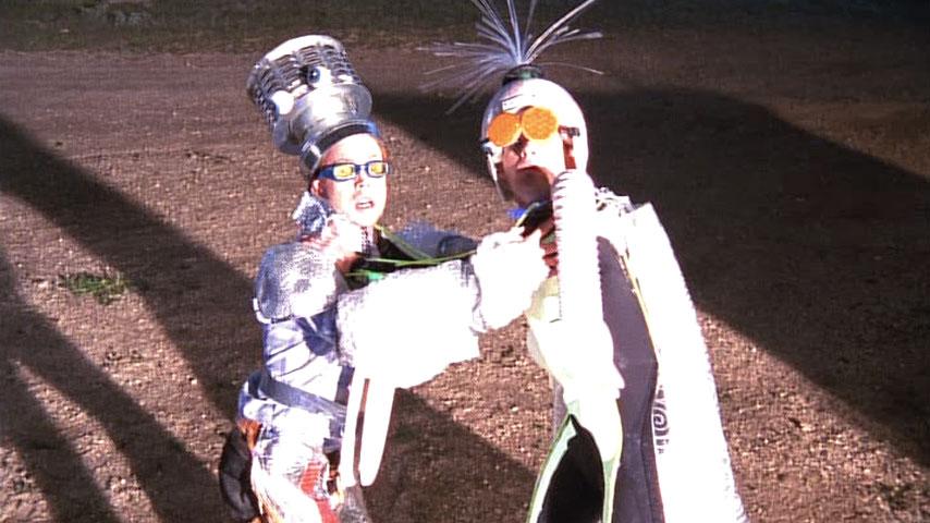 Jeff Bowser (homme alien) et Christopher Masterson (Francis) dans