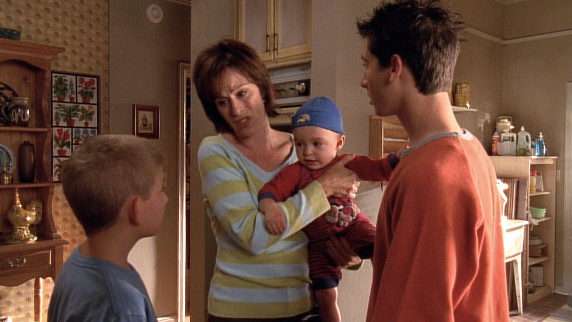 Erik Per Sullivan (Dewey), Jane Kaczmarek (Lois) et Justin Berfield (Reese) dans