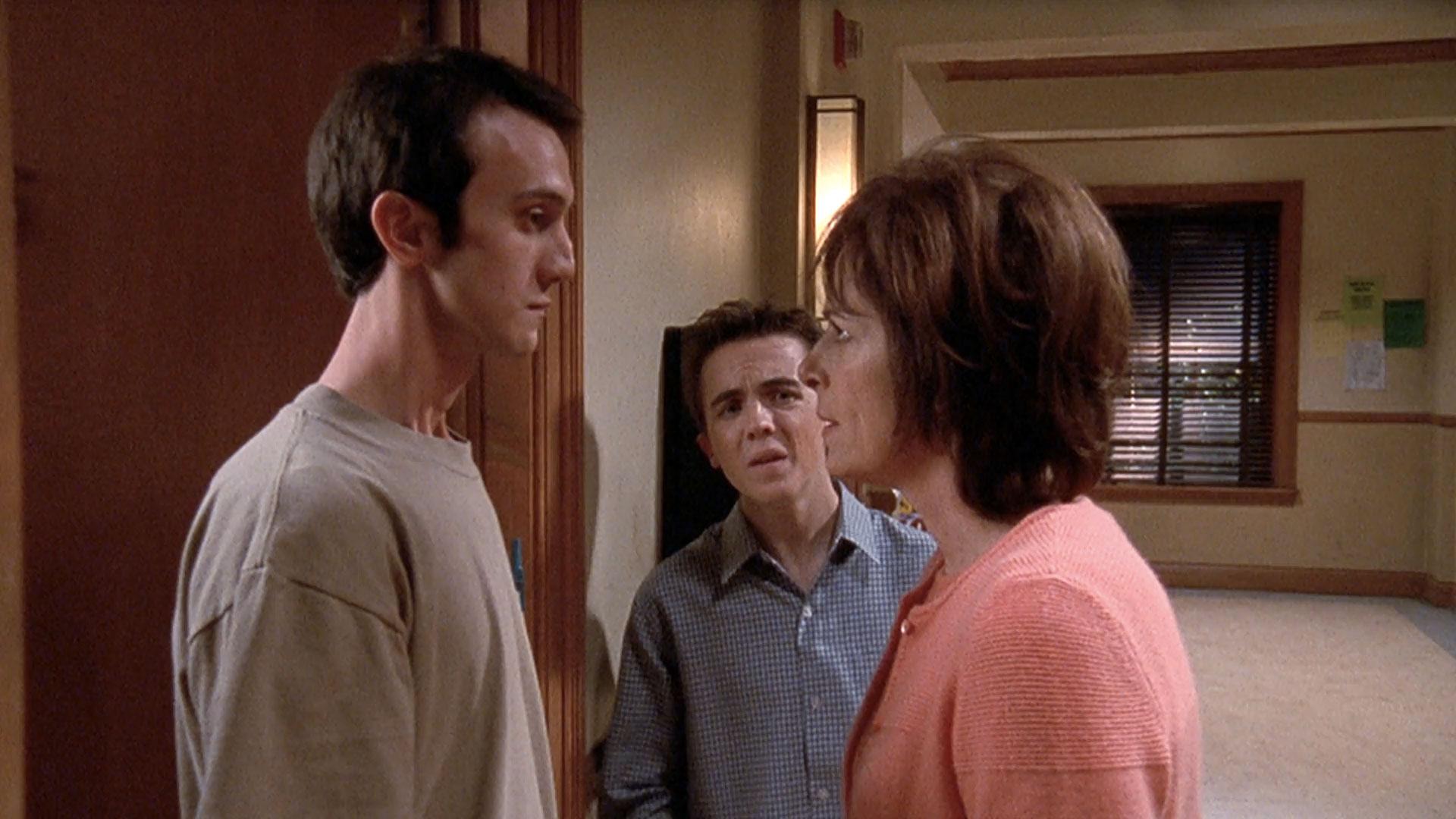 Andrew Reville (Leland), Frankie Muniz (Malcolm) et Jane Kaczmarek (Lois) dans