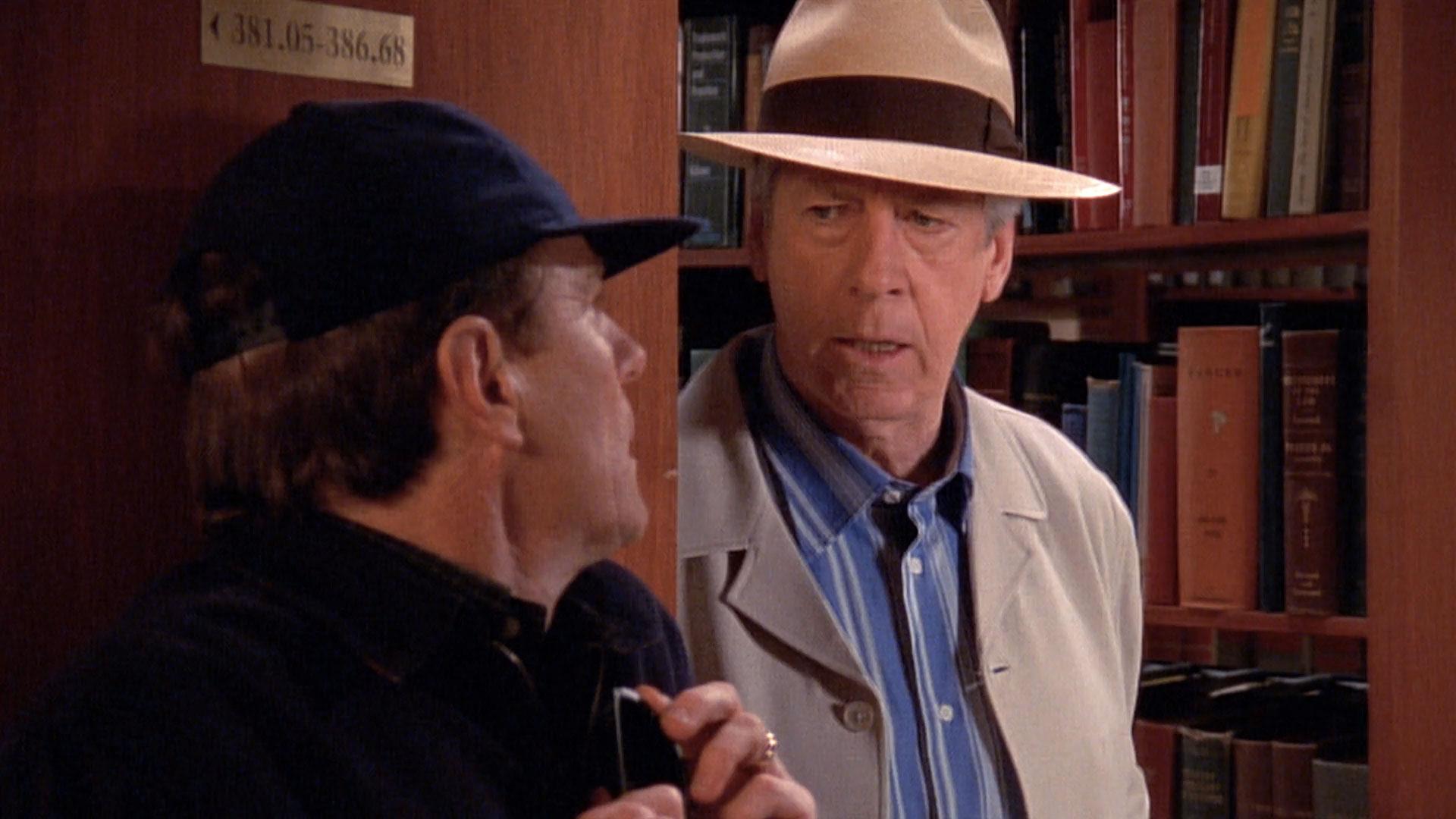 Bryan Cranston (Hal) et Paul Gleason (homme mystère) dans