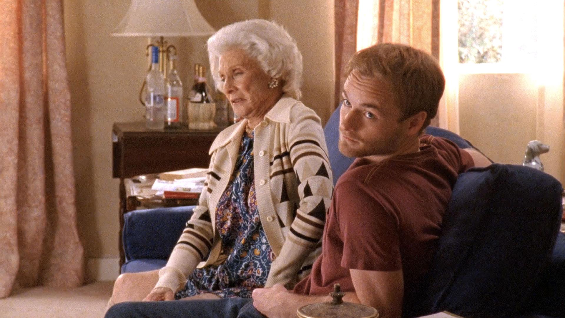 Cloris Leachman (Ida) et Christopher Masterson (Francis) dans