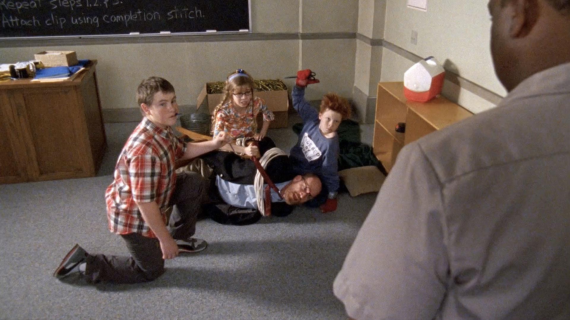 Danny McCarthy (Hanson), Jennette McCurdy(Penelope), Ron West (M. Flerch) et Cameron Monaghan (Chad) dans